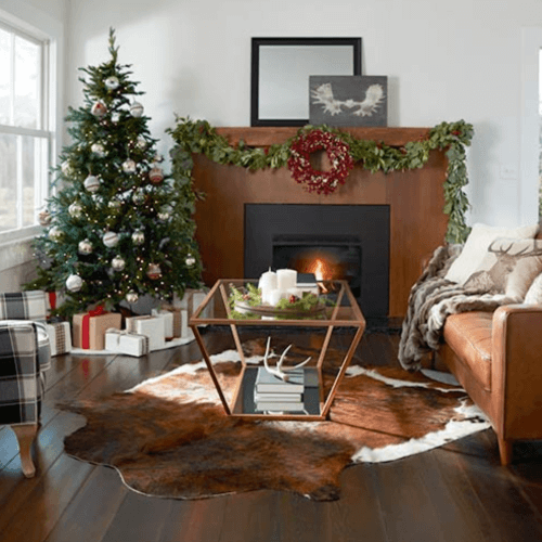 Holiday decor & essentials